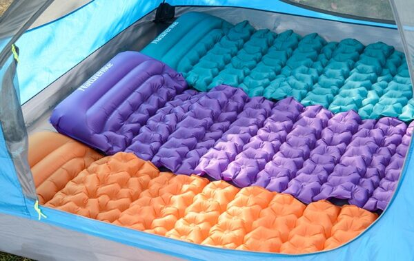 تشک بادی نیچرهایک مدل Ultralight TPU Egg Crate Inflatable Square With Pillow