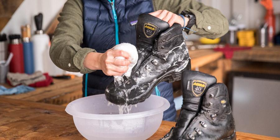 چگونه کفش کوهنوردی را تمیز کنیم ؟ | 7 تکنیک تست شده